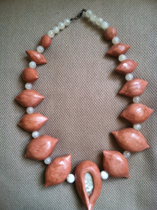 Mushpa y Mensa Terracotta Clay Necklace